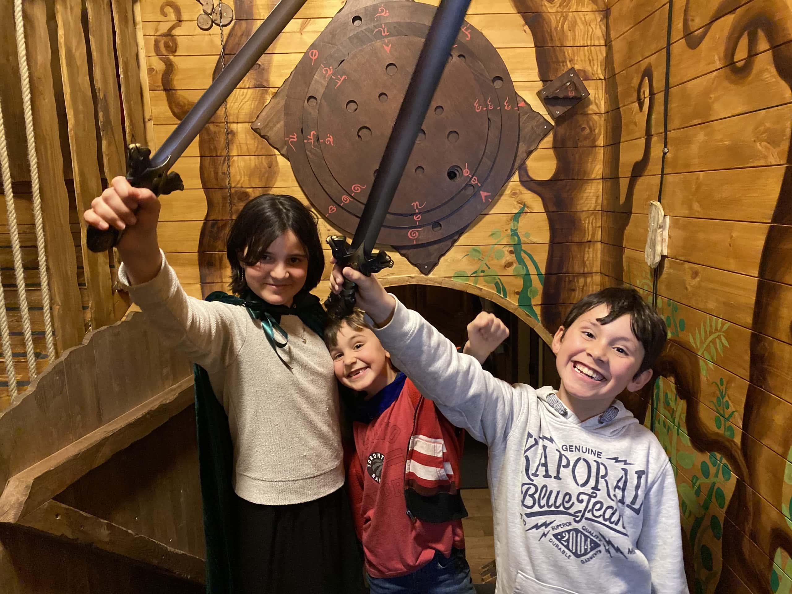 Image d'enfants ayant participé à l'escape game : La quête de l'anneau.