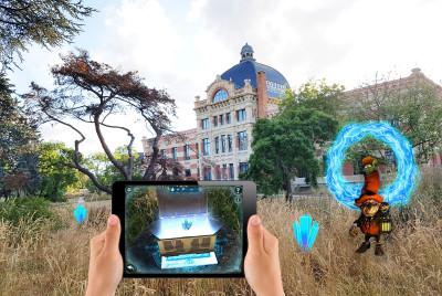 Illustration de l'escape game en extérieur, armé d'une tablette : le portail magique.
